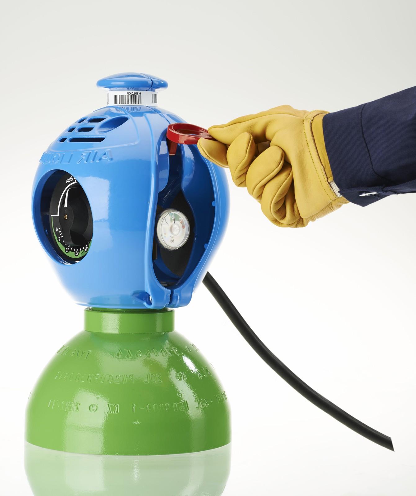 """Innovative Flaschenköpfe wie """"Exeltop TM kompakt"""" haben die notwendigen Instrumente wie Druckminderer bereits eingebaut."""