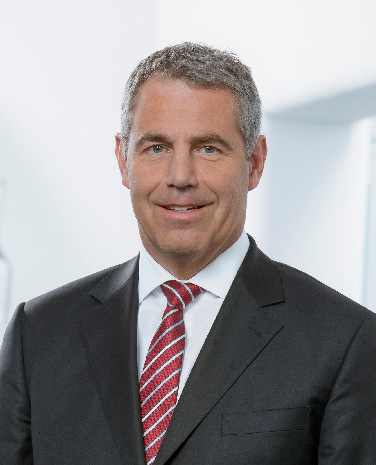 Stefan Klebert, wird seinen Vertrag nicht verlängern und scheidet einvernehmlich zum Ablauf des 24. April 2018, dem Tag der ordentlichen Hauptversammlung 2018, aus der Gesellschaft aus.