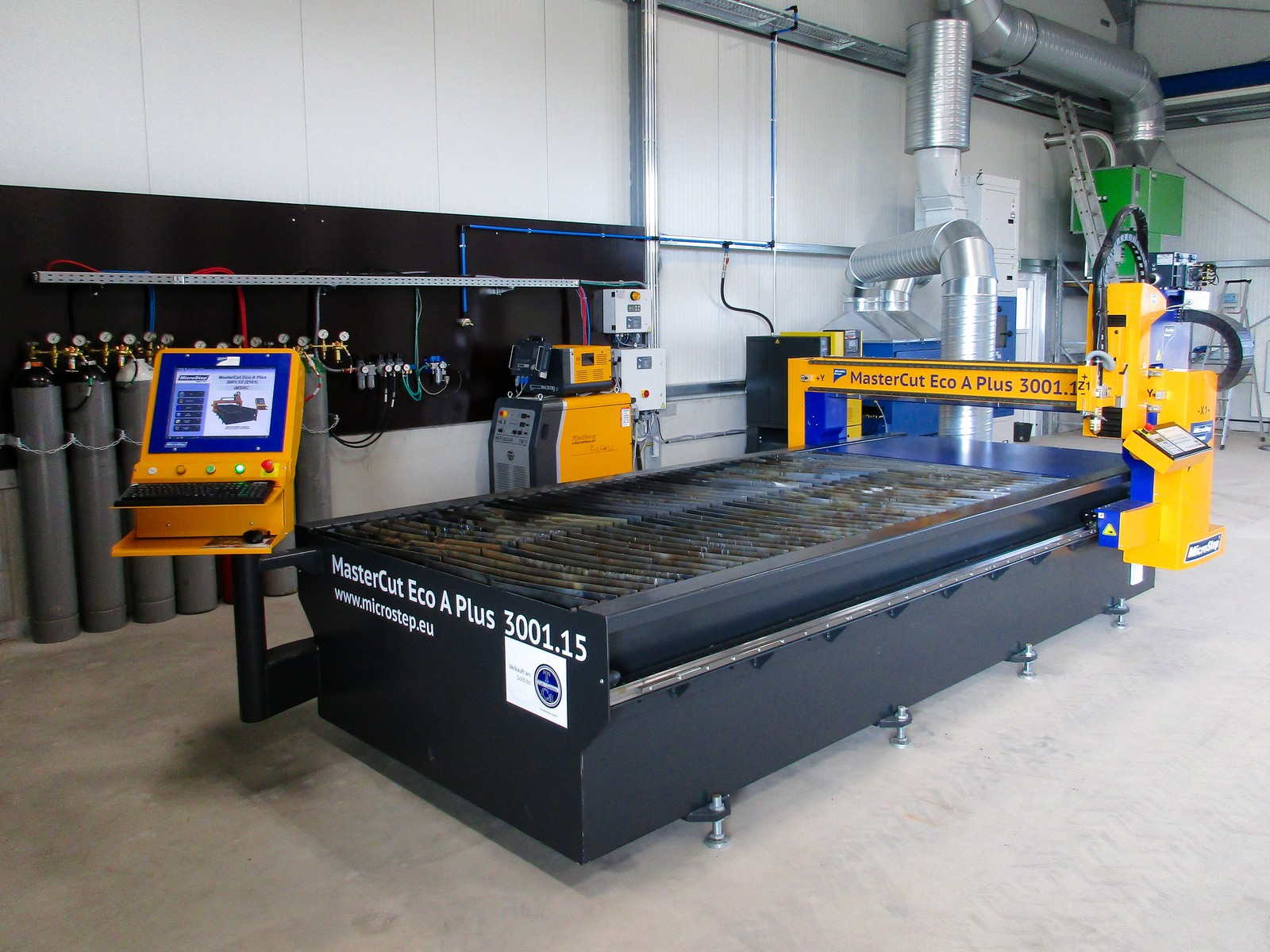 Plasmaschneidanlage Master Cut Eco mit einer Arbeitsfläche von 3.000 mm x 1.500 mm bei T+CA Metallbau. Plasmastromquelle ist eine Kjellberg Hi Focus 161i Neo.
