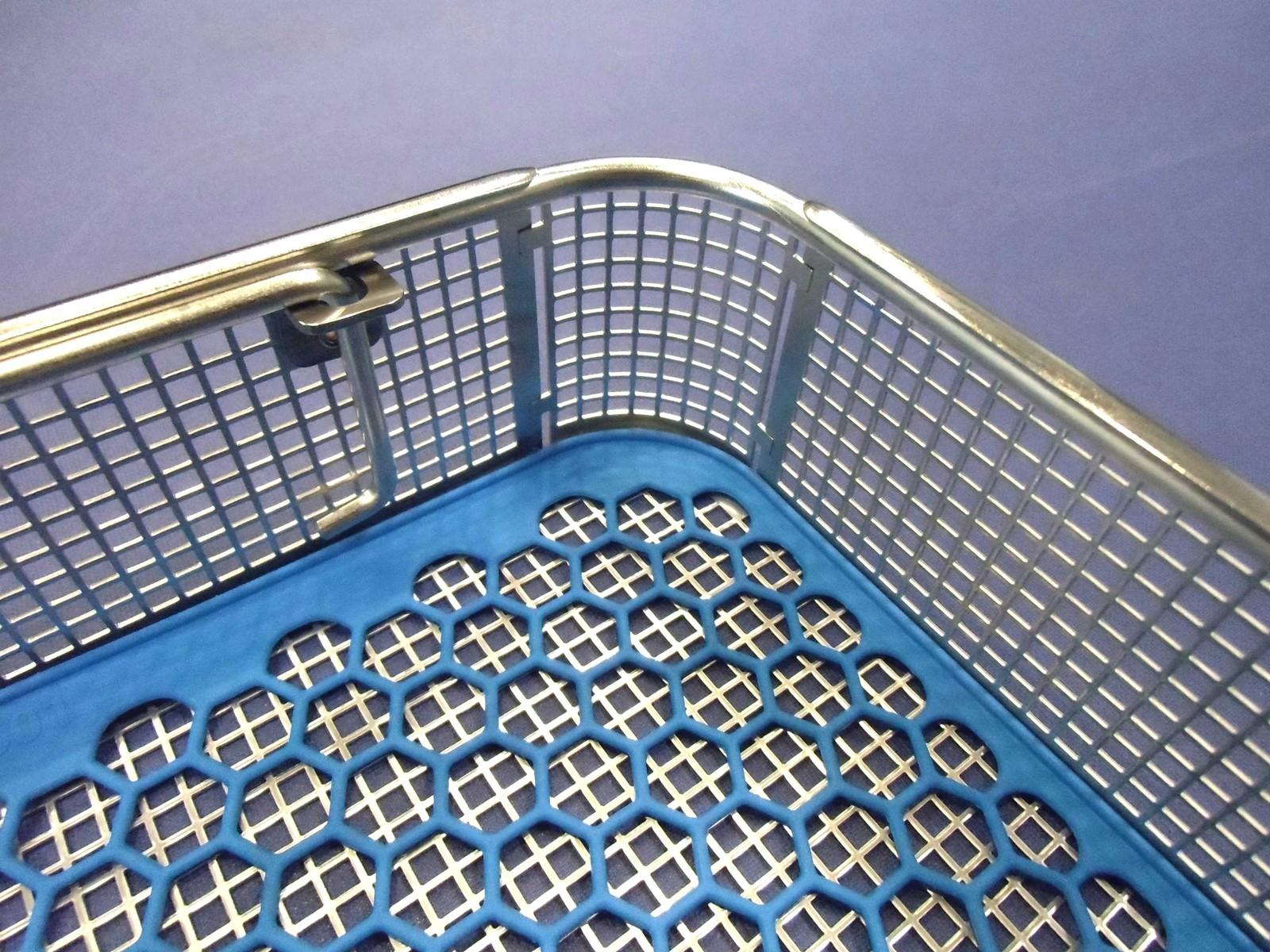 Im Rahmen der kundenspezifischen Individualisierung seiner Kleinteile-Waschkörbe bietet LK Mechanik auch Edelstahl-Behälter mit abgerundeten Ecken, innenliegende Fallgriffen und gratfreien Kanten an.