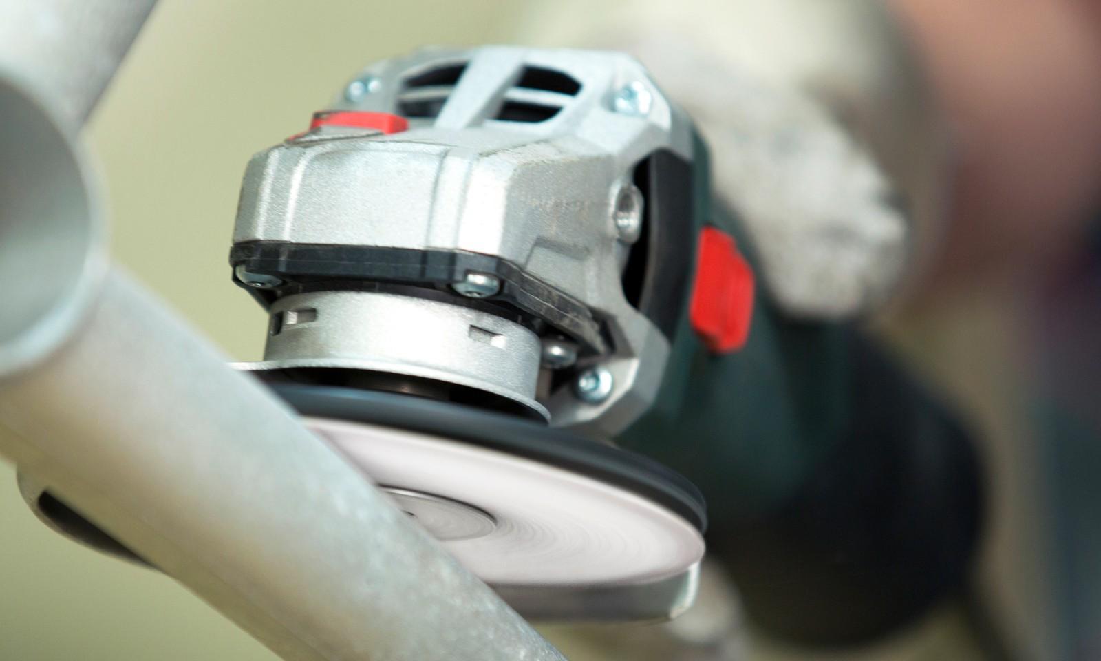 XF733 erzielt doppelten Abtrag und doppelte Standzeit beim Schleifen von NE-Metallen, so der Hersteller VSM.