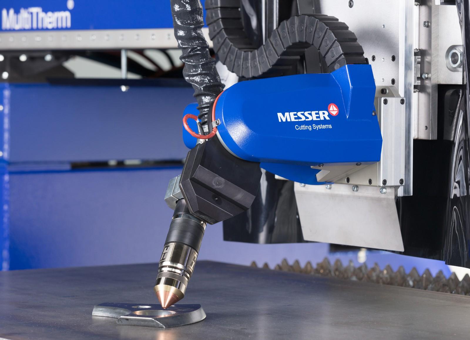 Der Metal Master Xcel ist unter anderem ausgerüstet mit dem kompakten 5-Achsen-Plasmafasenschneidaggregat Bevel-R. Beide Systeme zeigt Messer auf der Euroblech 2018.