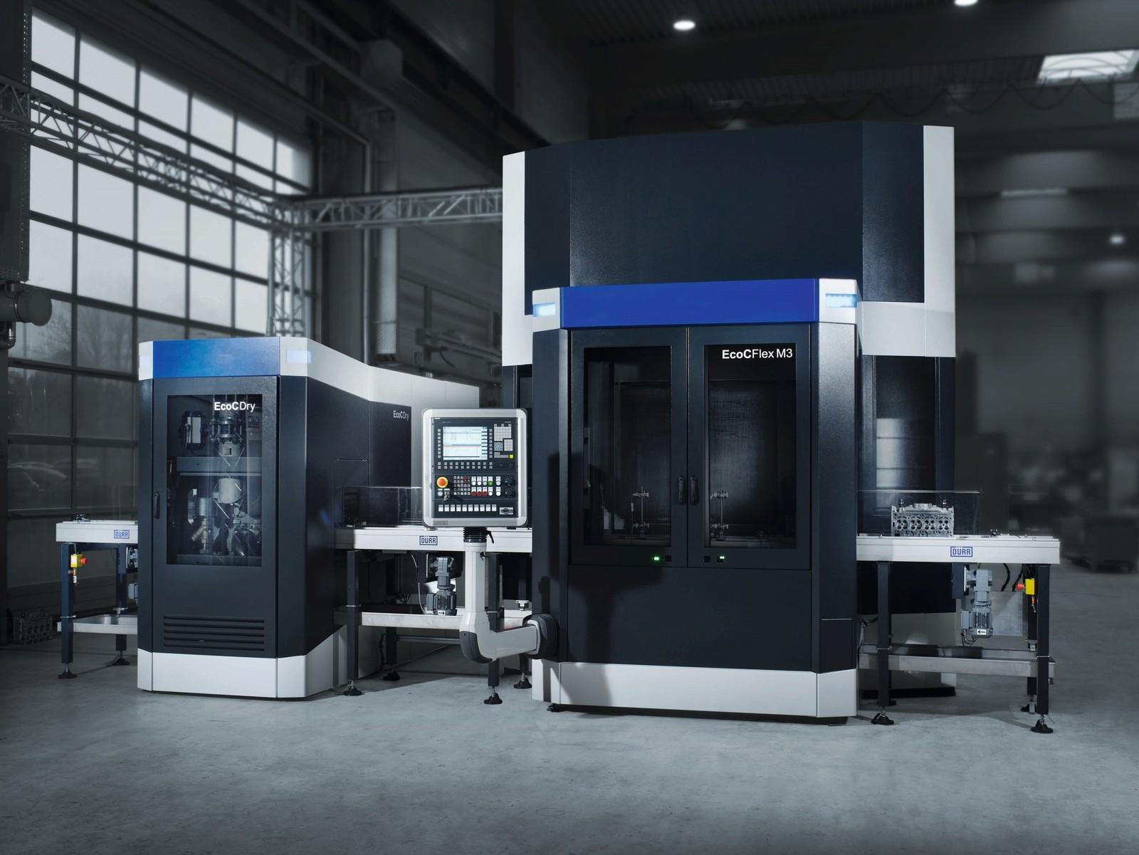 """Die Roboterzelle """"EcoCflex 3"""" setzt bei der Reinigung von Motoren- und Getriebeteilen in der Automobilindustrie unter anderem durch den speziell entwickelten Scara-Manipulator Standards."""