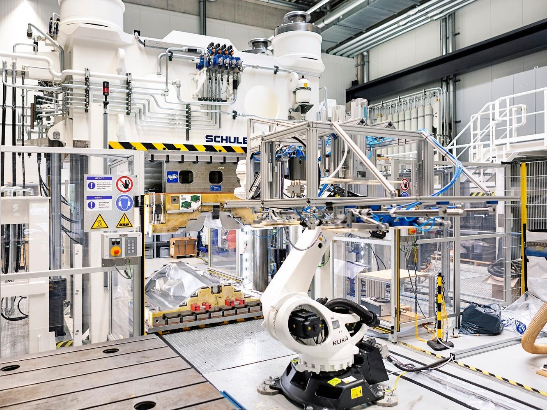Sämtliche Bestandteile der Fertigungslinie, die beim AZL im Cluster Integrative Produktionstechnik auf dem RWTH Aachen Campus läuft, sind miteinander vernetzt.