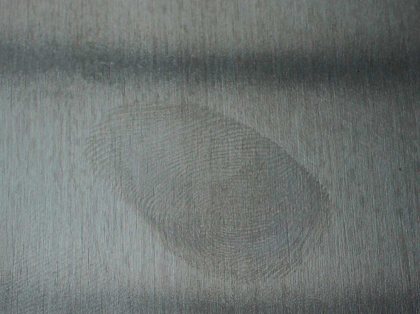 Fingerabdrücke auf Edelstahl- und Metalloberflächen sollen sich mit dem neuen Sol/Gel-Nanolack vermeiden lassen.