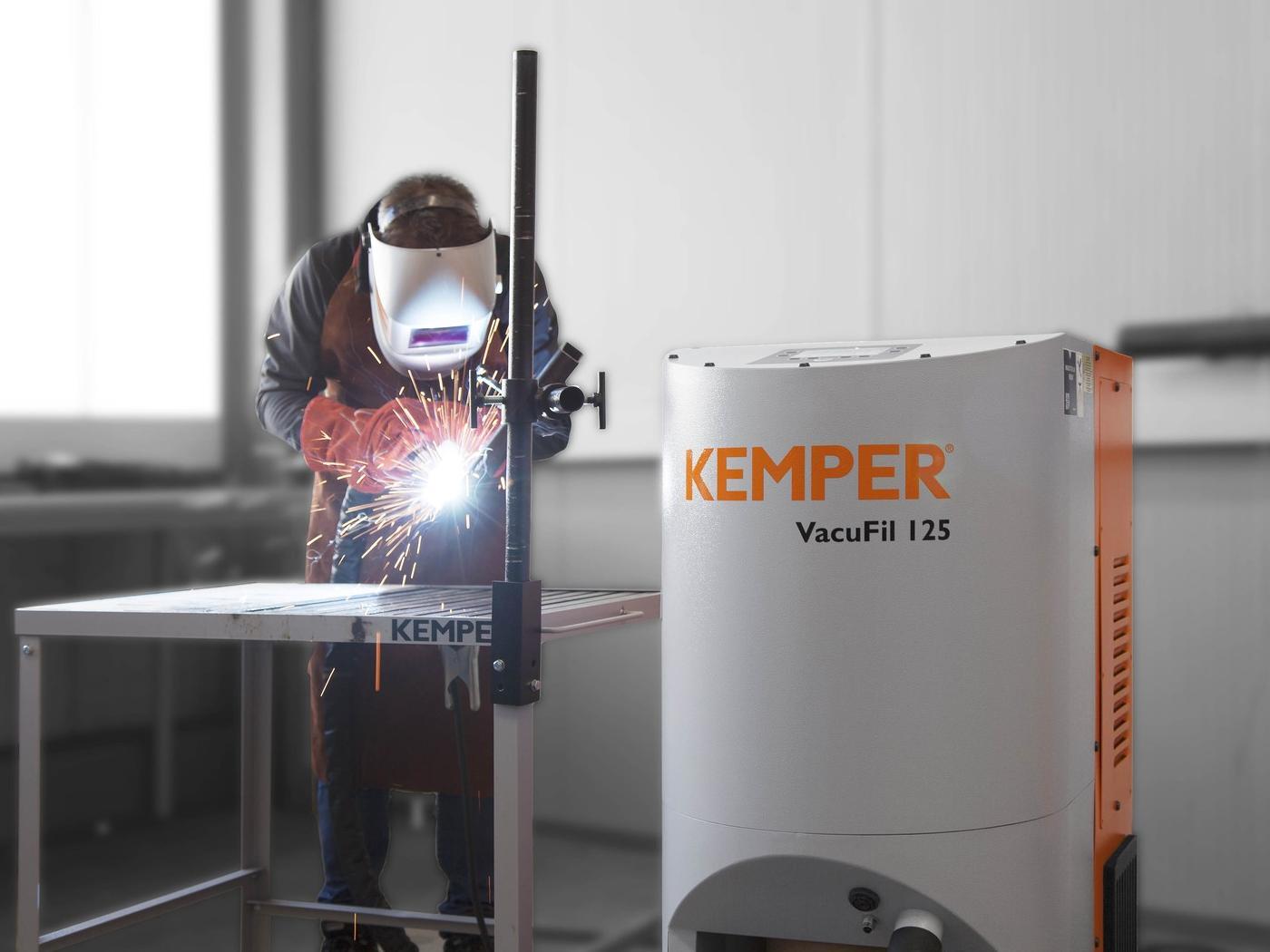 Auf der Blechexpo 2019 legt Kemper einen Messeschwerpunkt auf die Pistolenabsaugung für Schweißanwendungen. Im Fokus steht die neue Vacufil-Produktfamilie für mobile Absauggeräte an Einzelarbeitsplätzen.