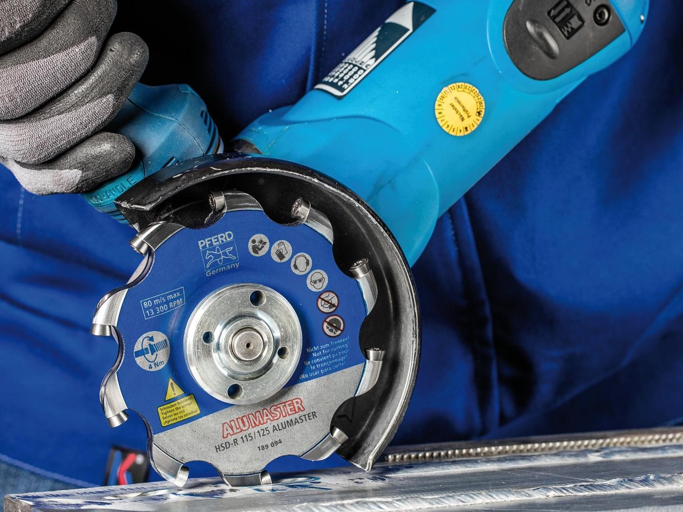 """Mit der Entwicklung des Alumasters habe """"Pferd"""" einen anderen Weg in der Bearbeitung von Aluminium eingeschlagen. Das Werkzeug vereinfacht die Arbeit und minimiert die Gefährdung."""