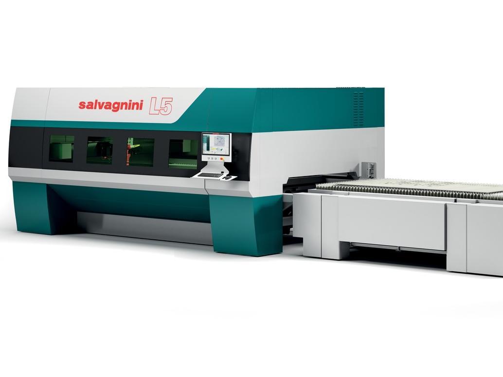 Im Laufe der Jahre wurde der Faserlaser L5 kontinuierlichen Verbesserungen unterzogen. Auf der Blechexpo 2019 zeigt Salvagnini unter anderem die 6-kW-Laserquelle mit erhöhter Leistungsdichte.