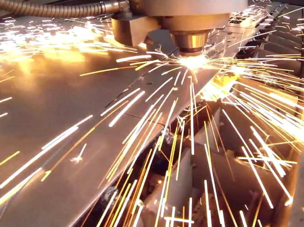 Universelles Laserblech: Laserpress Plus wird bei Ruf Maschinenbau für eigentlich alle Konstruktionsteile eingesetzt.