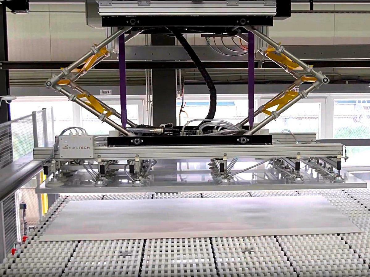 Hier erhöht automatische Sägezuführung die Produktion